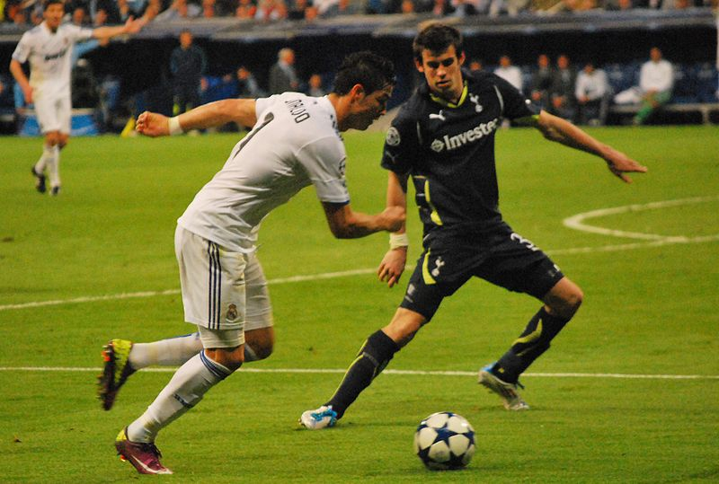 Gareth Bale vs Cristiano Ronaldo Photo: Alejandro Ramos via Wikicommons